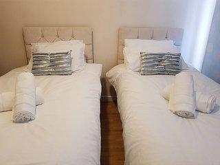 Cosy 2 bedroom flat,sleeps 4,free parking, free wifi