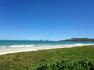 Garden Cottage!  Comfortable and close to Kailua beach!