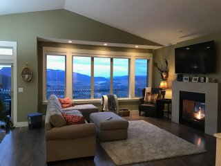 Oh What A View! 5 Bedroom Deluxe Home on Silver Star Mountain