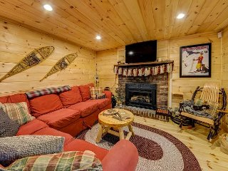 Completely renovated North Conway Mountain House! Sleeps 8! Wifi!