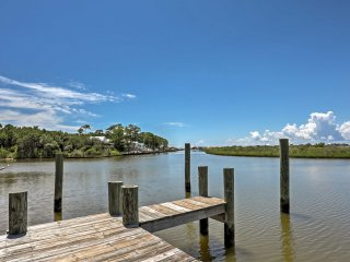 Dauphin Island Condo w/Boat Slips - Walk to Beach!