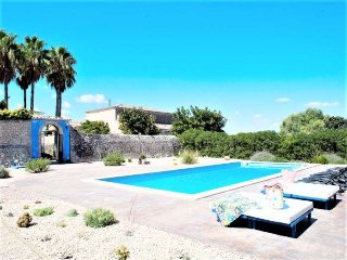 Villa of 300 m2 in Monturi 12 pax. 7 Bedrooms 3 bathrooms + 1 toilet. Wifi. Priv
