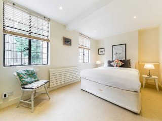 Characterful 2 bed 2 bath Westminster home