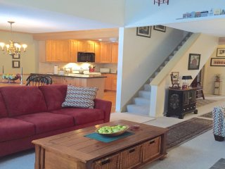 Minutes from HERMITAGE AND MOUNT SNOW...3BR/2BTH TownHouse
