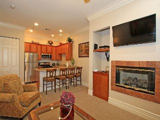 A Well-Appointed Downstairs One Bedroom Condo With A King Bed and Kitchen
