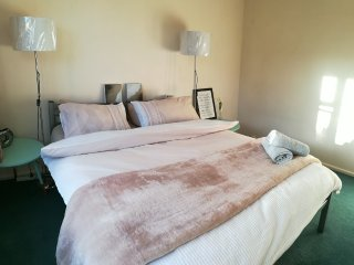 Sunny cozy king bed double room