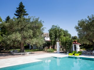 The beautiful pool is ideally located on the side of the house by the piazza. Easy access.