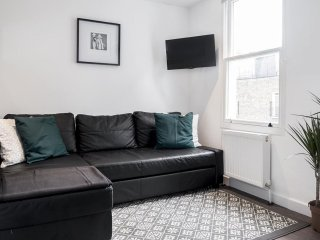 Spacious Marylebone apartment in Westminster with WiFi.
