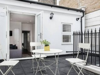 Marylebone Terrace apartment in Westminster with WiFi & private terrace.