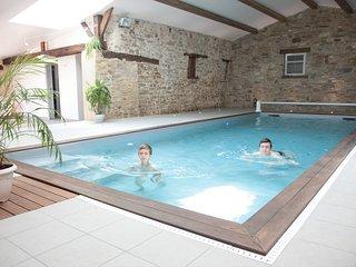 grand gite avec piscine intérieure