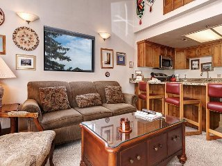 1BR and Spacious Loft w/ Communal Hot Tub - Walk to Ski Lifts & Restaurants