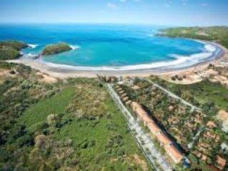 Sólo una hora y 15 minutos de distancia se encuentra Playa Venao; conocido por su surf.