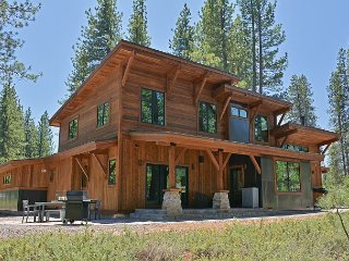 New Modern Mountain Truckee 4BR Gray's Crossing Craftsman
