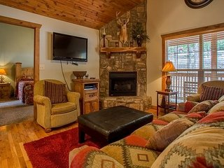 Pet friendly 2 bed cabin located at Stonebridge resort!