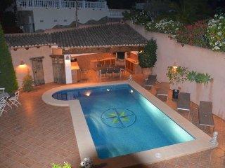 Belle villa avec piscine, vue mer,wifi,airco,proche du centre et plages,jardin