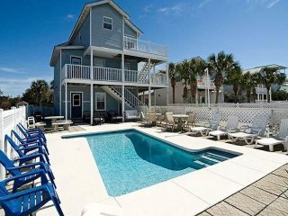 Three-story home w/ private pool, 3 kitchens - 1 block to beach!