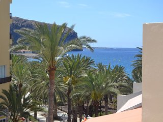 First line Super Terrace 1 bedroom  Pool, WiFi, 50 meters to the beach RELAX