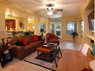 Paradise Valley Condo with WiFi, Cable, Full Sized Washer & Dryer