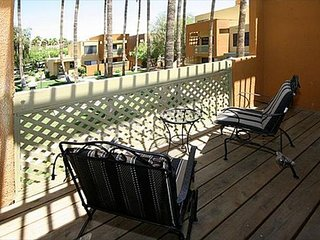 2 Bed 2 Bath Condo in Old Town Scottsdale - WiFi, Washer/Dryer in Condo