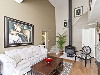 1 Bed 1 Bath Fully Furnished Vacation Rental - Washer/Dryer in Unit, WiFi