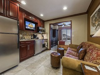 Westgate Resort Unit with Full Sized Kitchen- By Padzu Vacation Rentals