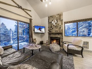 Perfect Red Pine Condo w/ Modern Lodge Decor - By Ovation Vacation Rentals