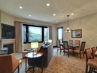 Luxury 5 Star Hotel Residence- 1 Bed 2 Bath Save up to 50% over this hotel!!!