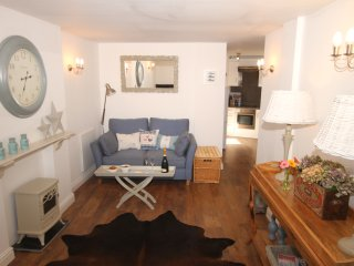 Ground floor beach- side,sleeps 2,cul de sac