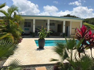 NEW POOL & PATIO, 3 YEAR OLD PRIVATE HOME 5 MILES FROM THE BEACH