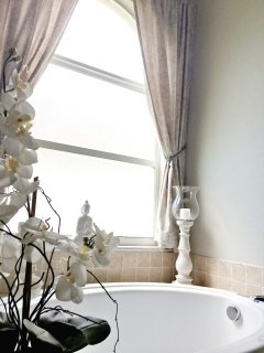 Large Master Bath Tub - Perfect for a Long Soak