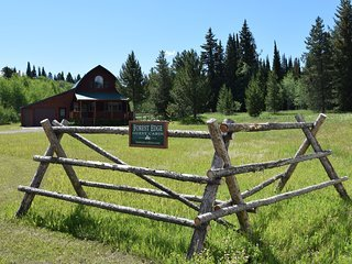 Forest Edge LODGE MINUTES FROM YELLOWSTONE PARK.