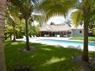 The Relax House: 2 Bedrooms with pool and tiki hut