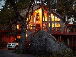 Yosemite Peregrine Lodge - Inside the National Park Gates