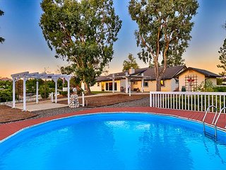 Beautiful Estate - 6 Person Private Pool & Jacuzzi in Heart of Wine Country