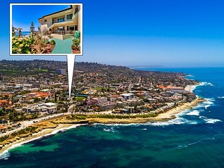 Oceanfront Top Floor Condo, Walk to Shops & Dining