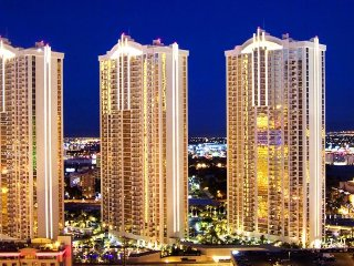 Million Dollar strip View High Floor 1 Bedroom 2 bathroom suite w Washer Dryer