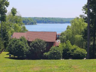 Libby's Landing Luxury Waterfront Log home with Sandy Beach (Non Smoking Home)