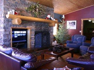 Happy Elk Lodge --sleeps 6 in the Bridger Foothills