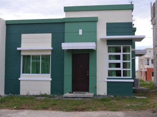 Triple J 2-BR Guest House w/Wifi- Dasmarinas, Cavite