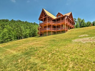 NEW! Luxurious 6BR Mt. Airy Cabin in Wine Country!