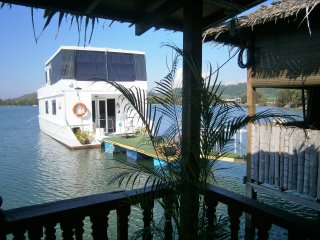 A UNIQUE GEM -  LUXURIOUS  WATER CHALET AND HOUSEBOAT