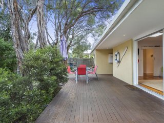 Carinya front beach house - entertaining deck