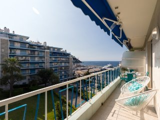 JdV Holidays Apartment Euphorbe 8, newly refurbished 2 bed 2 bath with sea views