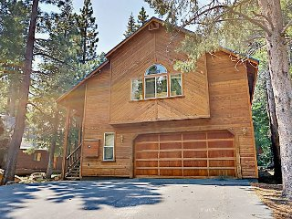 Secluded 3BR Ski View Loop Chalet – Tahoe Donner Amenities & Dining