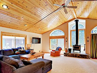Spacious 3BR Chalet w/ Big Sunny Deck – Enjoy Tahoe Donner Amenities & Dining