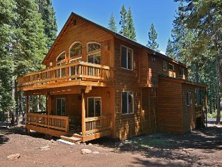 Gorgeous 4BR Tahoe Donner Home w/ Recreational Amenities – Near Ski Resorts