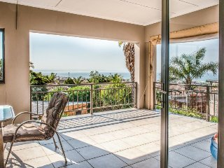 Spacious & sunny open-concept home - see the ocean from your deck!