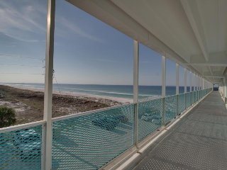 Bright beachfront studio with ocean views, beach access, and shared pool!