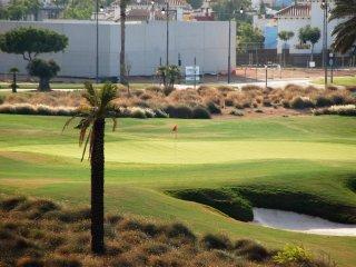 Apartamento grande y nuevo junto a campo de golf y cerca de playas