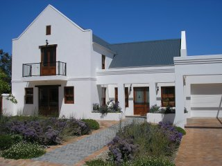 Detached villa on prestigious golf and wine estate Stellenbosch Western Cape